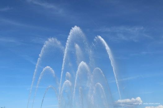 danse des jets d'eau dans le ciel