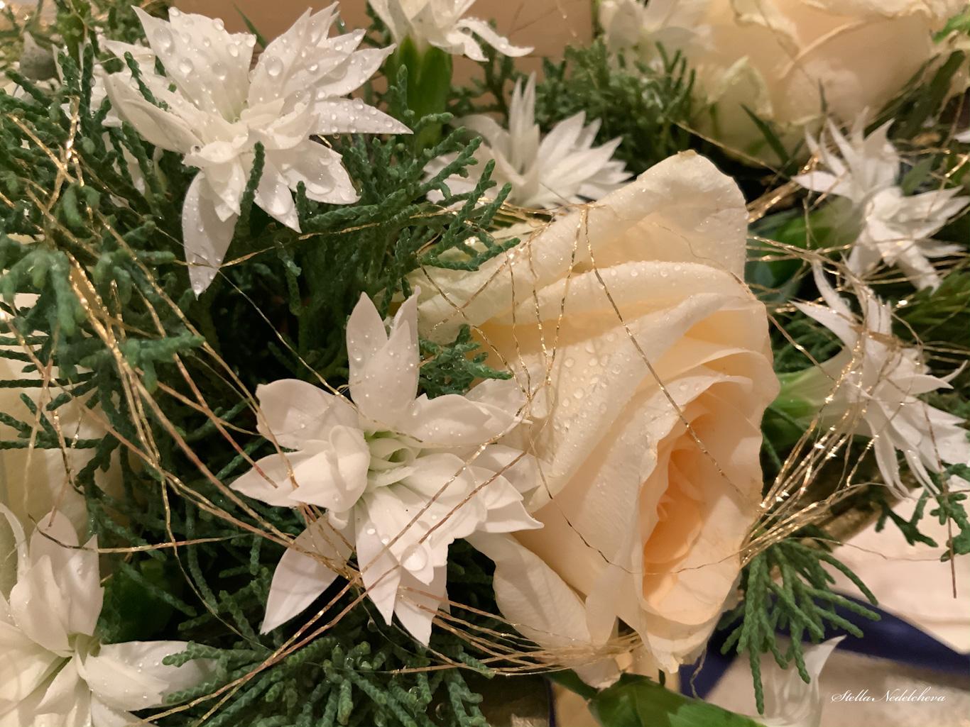 Décoration de Noël avec des fleurs