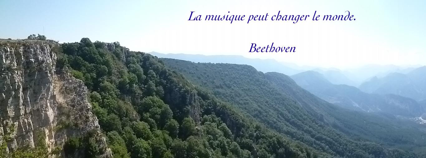 Citation de Beethoven sur un fond de paysage des Alpes de Haute Provence