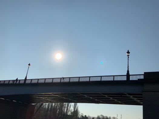 Pont sous le soleil