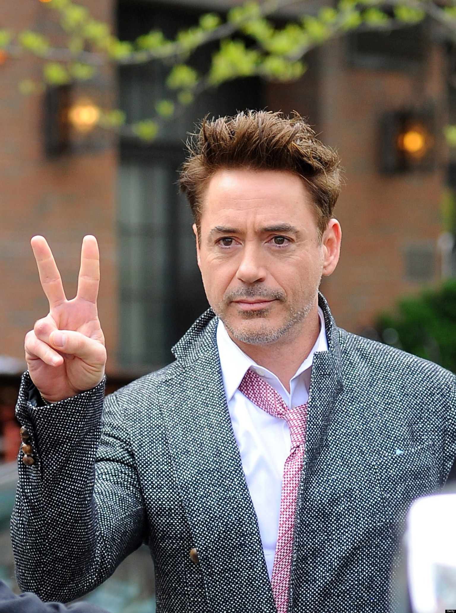 Robert Downey Jr In Avengers 2 Amp 3 Iron Man Signs