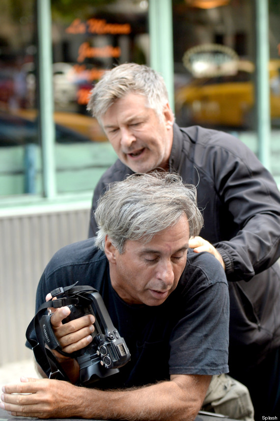 Alec Baldwin Reportedly Fights With Paparazzi In New York