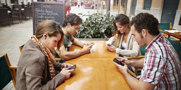 """Résultat de recherche d'images pour """"people on phone"""""""