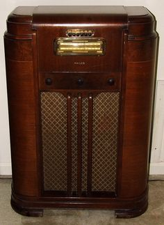 Old time console radio from the 40s
