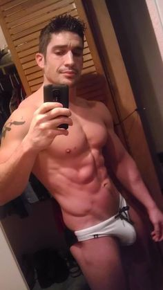 chubby naked selfie