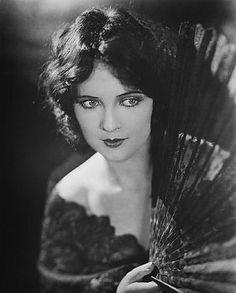Vintage Lipsticks and Beauty Trends on Pinterest | 1930s Makeup ...