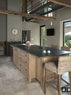 Jolie cuisine ! Plan de travail en granit noir et meuble en bois pour une ambiance rustique chic ! #kitchen
