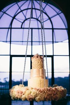 1000 Ideas About Suspended Wedding Cake On Pinterest