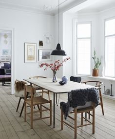 Airy dining room wit