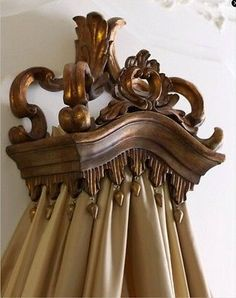 Wreath Teester Wall Bed Crown Canopy Cornice Drape