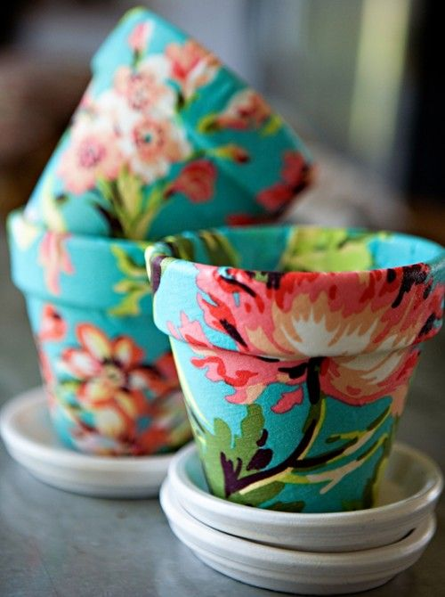 Tutorial for covering flower pots with fabric – this would be so cute to hold my
