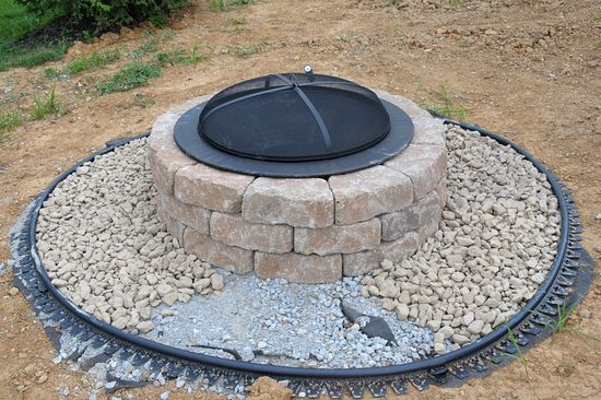 DIY fire pit. I like the idea of the gravel surround for safety. No kids allowed