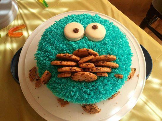 cookie monster cake! So cute!