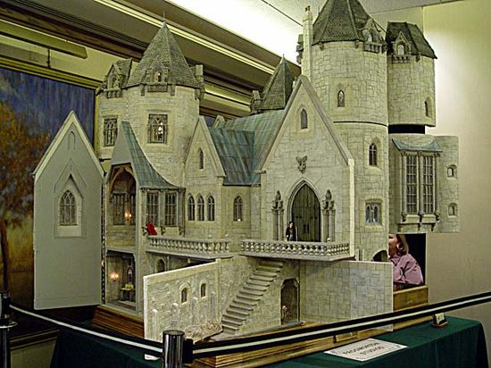 I was never into dollhouses; however, I would definitely make an exception for a