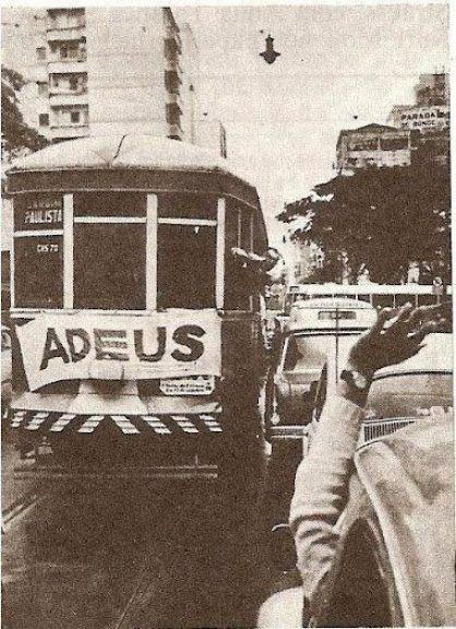 1966 - Avenida Paulista e o adeus a mais uma linha de bondes.: