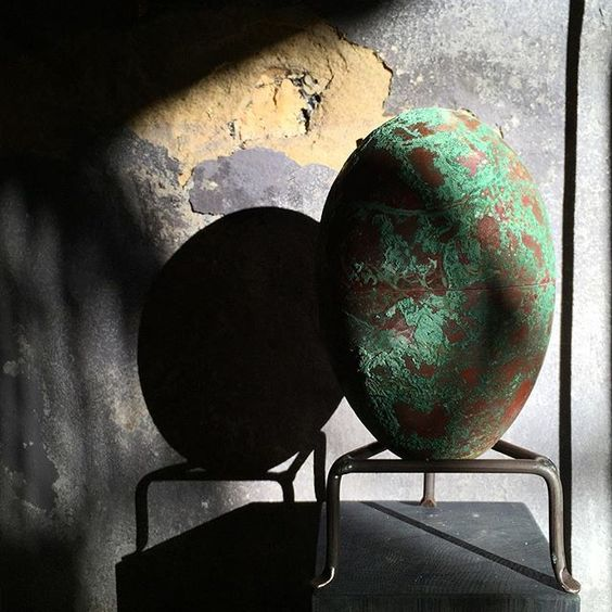 Here you can see a finished copper egg (for process picture see previous post) displayed in slightly dramatic late afternoon light. #copper #egg #lighthunt #tageandersen #patina:
