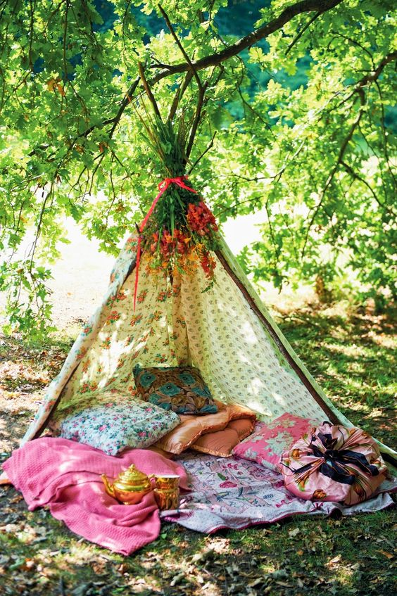 Homemade teepee...Full details on Modern Country Style