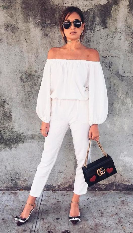 Street style look total white.: