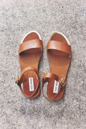 leather strap sandal #stevemadden // my new shoes :):