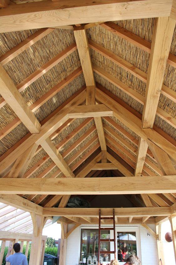 Oakdreams.be eiken dakstructuur afgewerkt met riet
