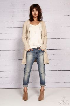 Style for over 35 ~ boyfriend jeans + cardi + ankle boots Kinda simple. I really love the boyfriend jean.: