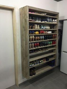 Ondiepe kast aan de wand voor schoenen