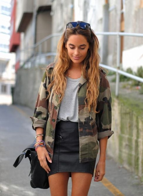 Adding leather is the perfect tips to add some edginess to your outfits!