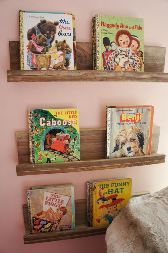 Re-purposed wood into DIY floating bookshelves! Easy DIY bookshelves that make the best accent to any space or perfect gift for your loved one!! Click now!: