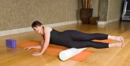 Foam rolling your illiotibial (IT) band is an excellent way to keep your IT band from getting too tight and prevent ITBS. Here's how to roll your IT band.: