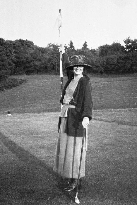 Coco Chanel, 1910: