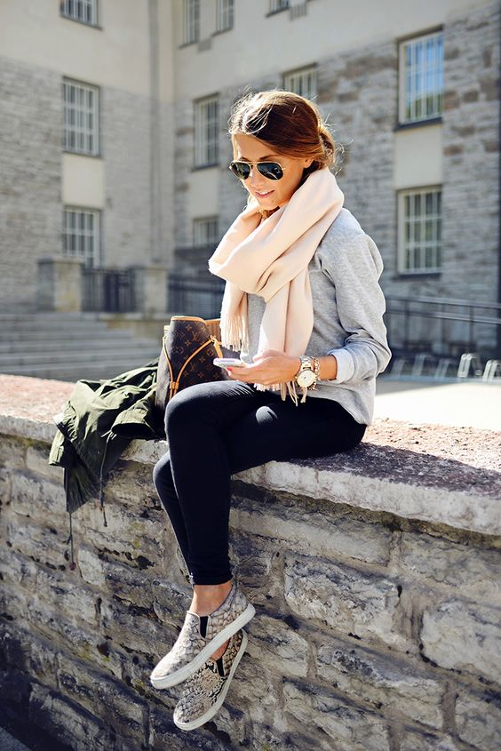 Casual chic. Ok this style, I want to copy. This is Mariannan.indiedays: