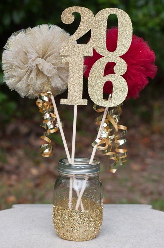 DIY feestdecoratie   glitter jaartal of leeftijd prikkers