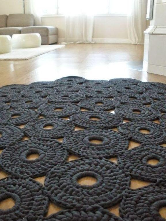 Tapetes de crochet arrasando na decoração!: