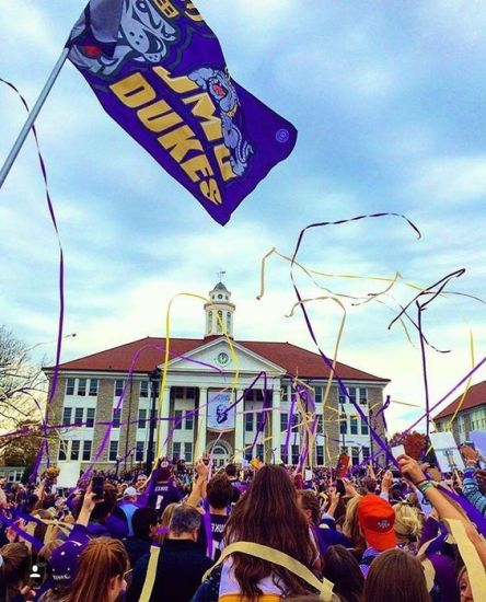 10 things you absolutely need for freshman year at JMU!