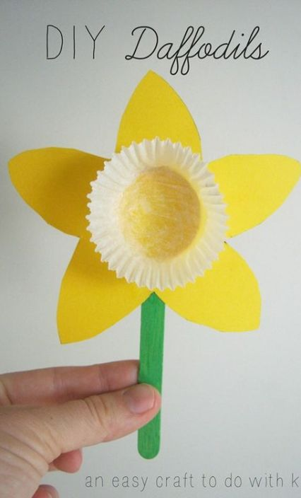 Easy Daffodil Flower Spring and Easter Craft for Preschoolers
