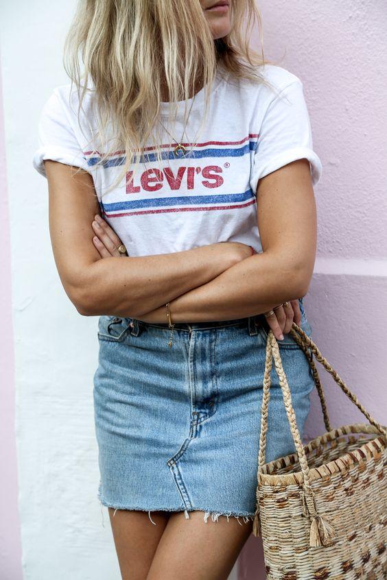Tee-shirt Levis et jupe en jeans