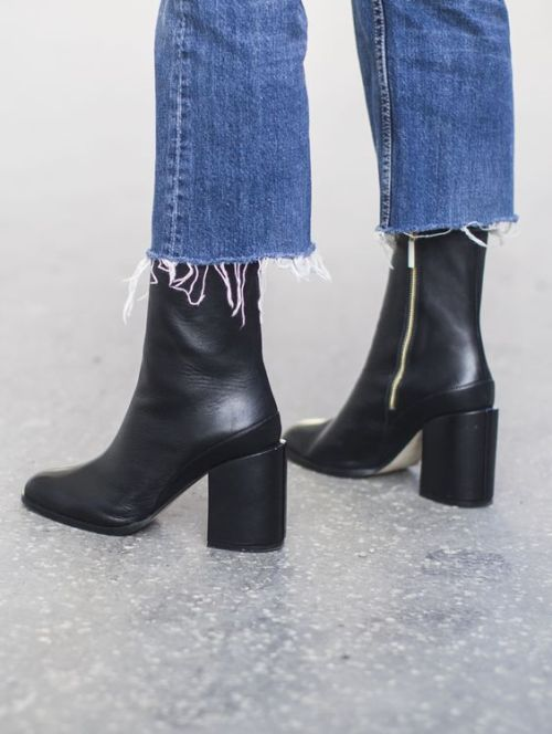 Outfit | The Best Ankle Boots To Wear With Frayed Cropped Jeans: