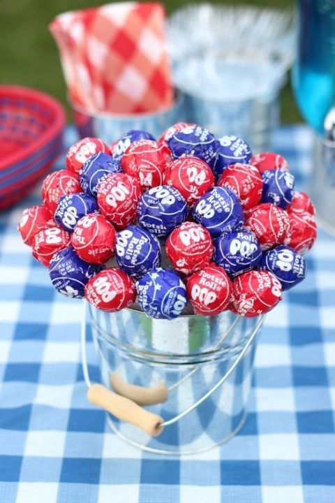 Serving double duty, this 4th of July table topper tastes as delicious as it looks. Get the tutorial at Gluesticks.