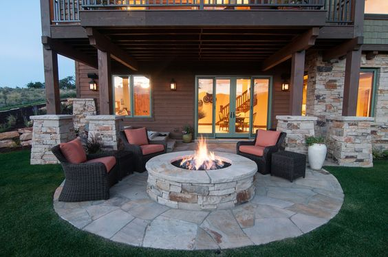 Elegant Backyard Patio Fire Pit and Outdoor Seating