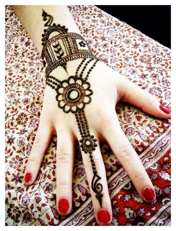 Latest and beautiful Arabic Mehandi designs for Girls for 2017 which are simple and easy and look very attractive. Mehandi is a famous and traditional fashion among the girls from centuries. It is an attractive as well as painless way to beautify their hands . Recently , Arabic Mehandi designs has become famous than other ones.: