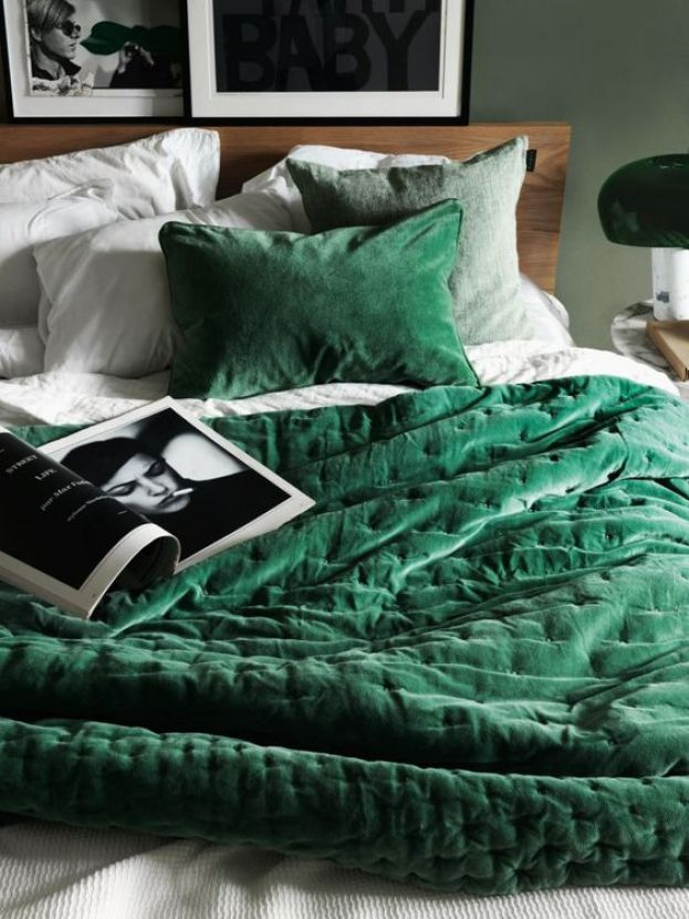 Green velvet bedding and soft green walls | Linum AW 15. Photo Jonas Ingerstedt.: