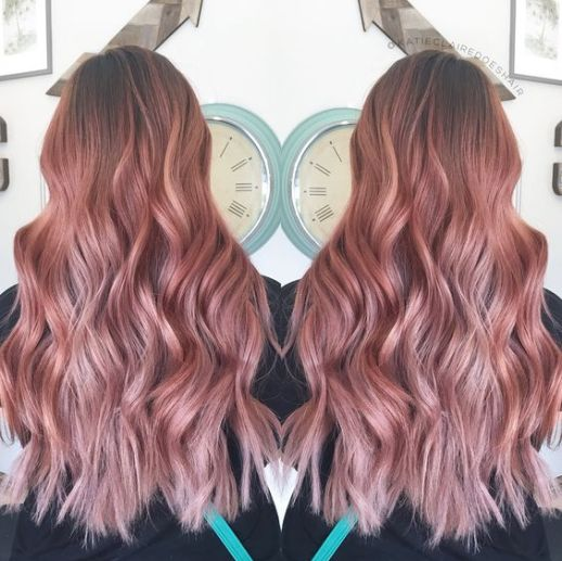 Wavey curls look so cute with rose gold hairstyles!