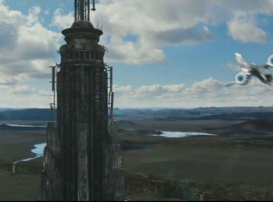 The remains of Empire State Building in the film.