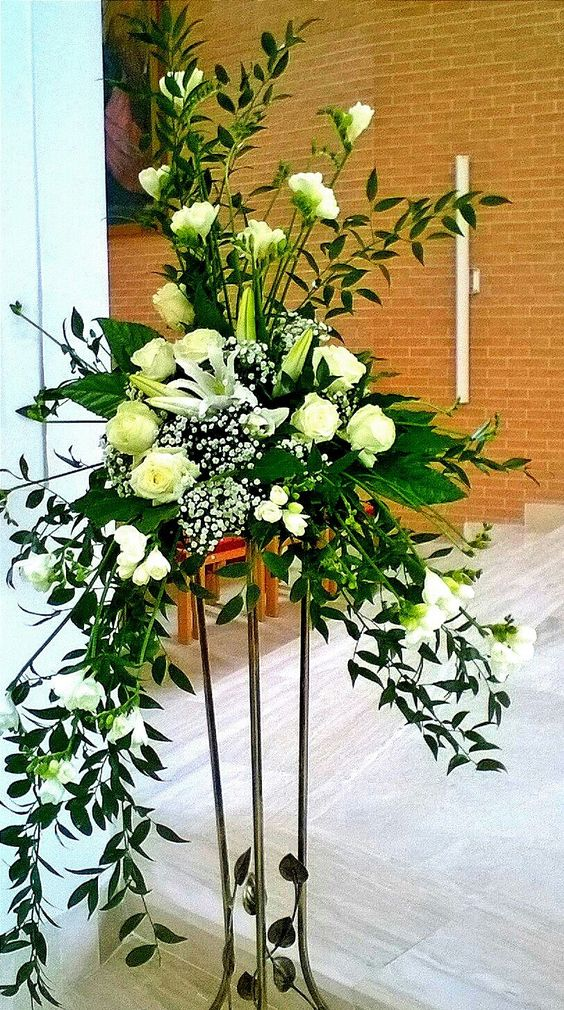 Simplicity in white flowers and draping greens