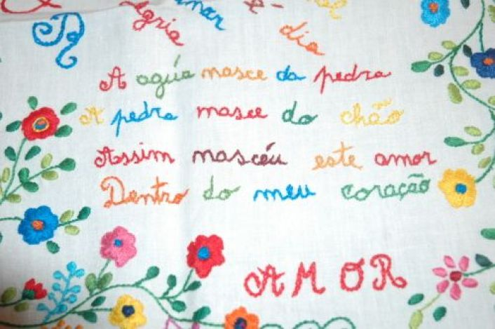 "Traditional Portuguese courtship handkerchief, the rime (in corrupted Portuguese) reads: ""Water is born from the rock,/ The rock is born from the ground, / So my love for your was born, / From the bottom of my heart"".:"
