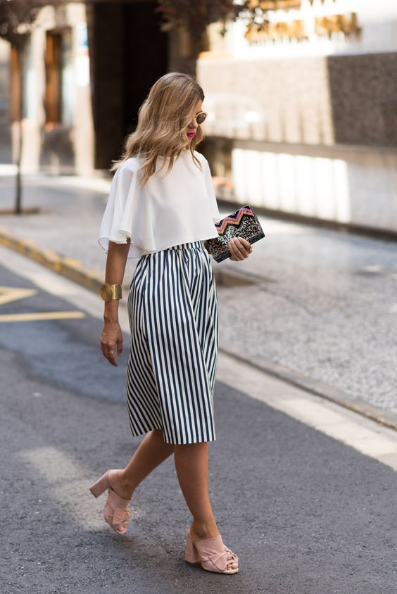 These look like wide legged coullots, however, it could also be a skirt. This is a great summer outfit that would suit the Mesomorphic shaped woman.:
