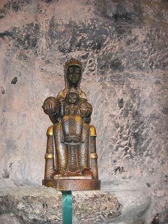 La Moreneta, la Virgen de Montserrat, España (románica)