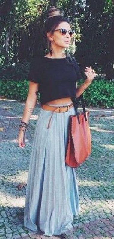 This maxi skirt outfit is so cute!