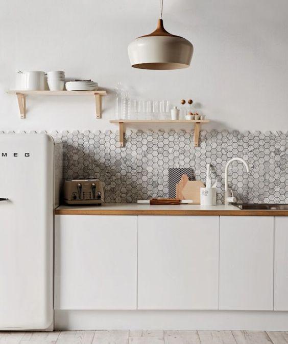 Le style de décoration scandinave est très en vogue actuellement. Et il y a une bonne raison pour cela : le design scandinave se démarque par l'immense charme des murs blancs, les lignes épurées et…: