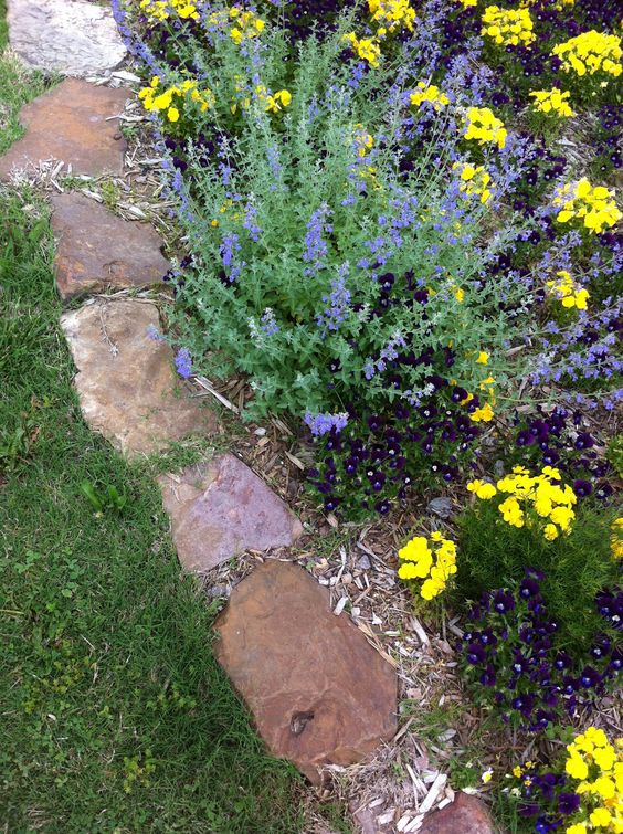 Rock border, Flower beds and Rocks on Pinterest
